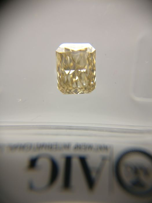 1.01 ct Radiant cut diamond Fancy Light Yellow Brown VS1