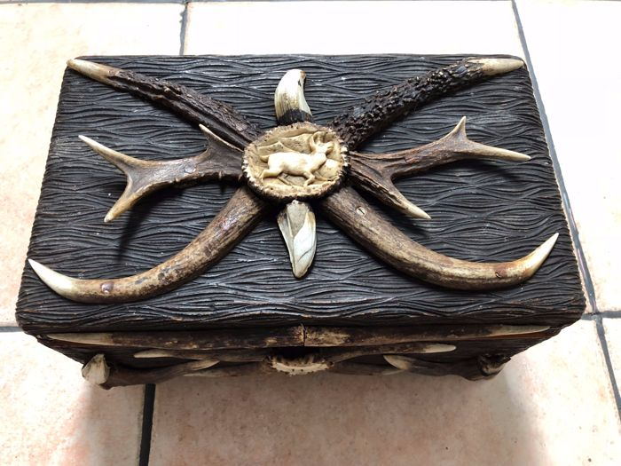 Hunting Jewellery Box - wood - solid - Germany