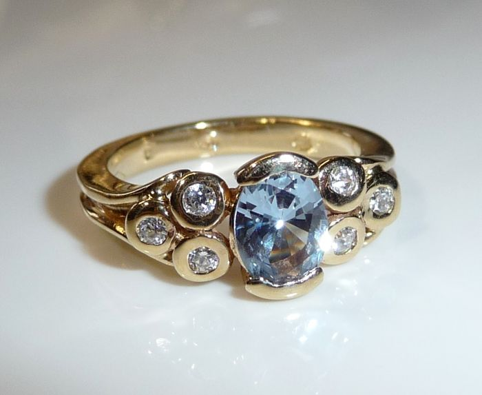14kt / 585 gold ring with blue topaz and 6 zirconia - small size 49 / 15.6m from Italy