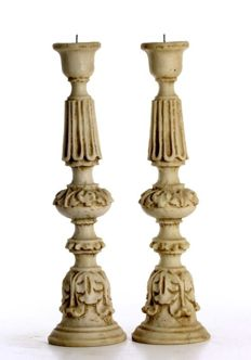 Pair of candlesticks in industrialized stone, round shape, late 20th century origin