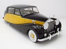 Model Car Group - Scale 1/18 - Rolls-Royce Silver Wraith Empress by Hooper - Black / Yellow