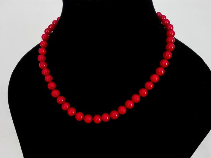 Beautiful 8 mm red Coral Necklace - 19.2 gold clasp