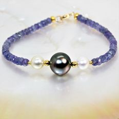 Bracelet of faceted Tanzanites and South Sea cultured pearls, Ø 7 to 11 mm