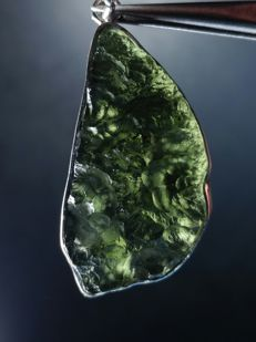 Silver pendant with natural Moldavite - 42 x 18 x 10mm - 7 gm