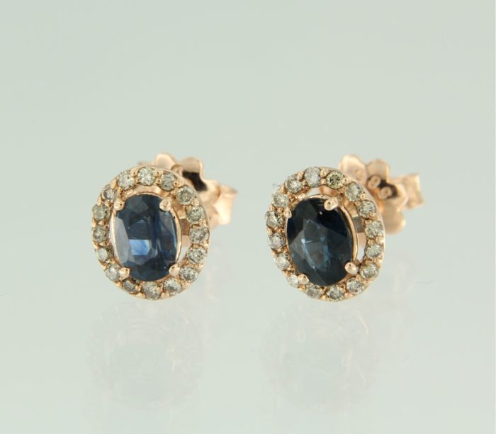 14 kt Rose gold rosette stud earrings set with sapphire and an entourage of 34 brilliant cut diamonds, size 9.1 x 7.9 mm