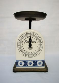 1910 - 1920's (RARE) Krups Ideal Kitchen / Base scale in Porcelain enamel By Villeroy & Boch