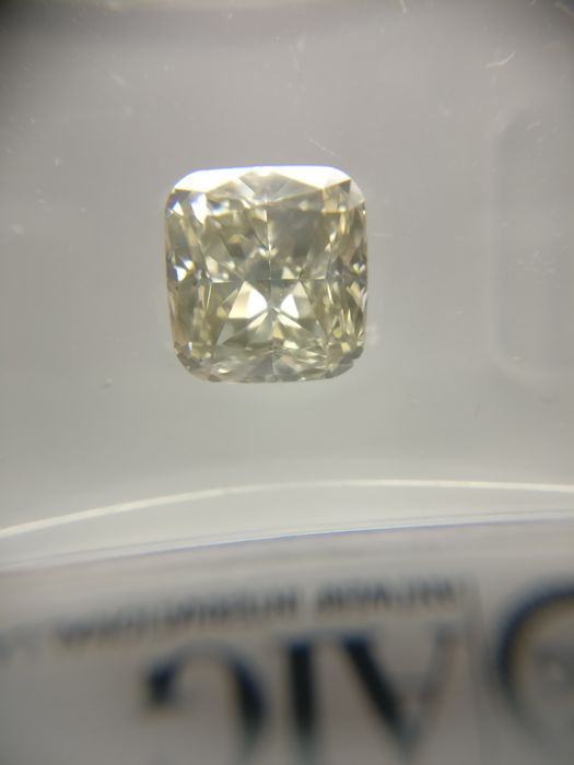 1.54 ct Radiant cut diamond Fancy Light Brownish Yellow VVS1