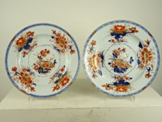 Two very fine and large Imari plates - China - Qianlong period (1735-1796)