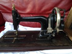 Kaiser sewing machine with matching wooden box with a nice name - 1917, crank operated