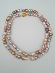 Beautiful Necklace of multicoloured 10 x 14 mm freshwater pearls - 19.2 gold clasp