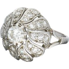 14 kt white gold ring set with 31 diamonds of approx. 1.55 ct in total – Ring size:  15.5 mm