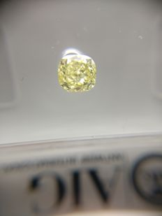 0.29 ct Cushion cut diamond Fancy Vivid Yellow SI2