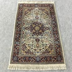 Beautiful hand-knotted oriental Isfahan carpet, 165 x 96 cm, approx. 1990