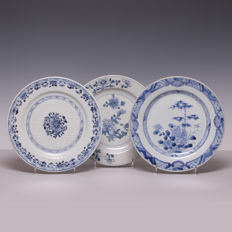 Three blue white porcelain plates - China - 18th century