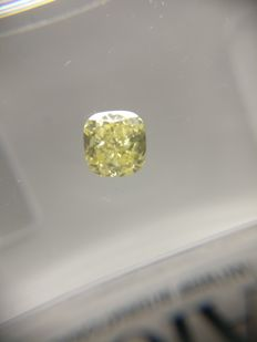 0.31 ct Cushion cut diamond Fancy Vivid Yellow SI2