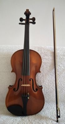 Antique violin ''Antonius Stradivarius Cremonenfis - Faciebat Anno 1721'' - with bow