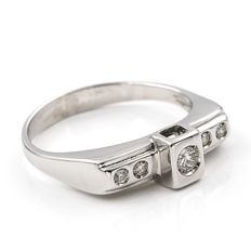 Cocktail ring in 18 kt white gold with brilliant cut diamonds totalling 0.40 ct - size 12