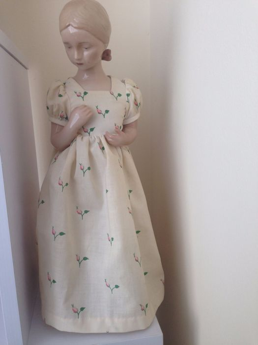 Bing & Grondahl annual Doll w/clothes Mary 1983