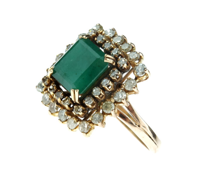 Heavy and exclusive women's ring set with 38 diamonds and emerald, ring size 19