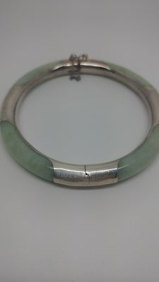 Green Jade stone Bangle set in sterling 925 silver, 24 grams