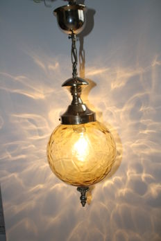 Venetian hanging lamp with amber coloured glass and copper suspension