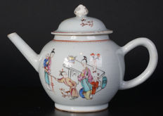 Famille rose porcelain teapot – China – 18th century
