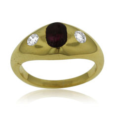 Small Size Diamond and Cabochon-cut Ruby 18k Gold Ring, as new. Size 47