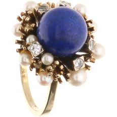 14 kt – Yellow gold ring set with lapis lazuli, cultured pearl and 5 brilliant cut diamonds of approx. 0.15 ct in total – Ring size:  18 mm
