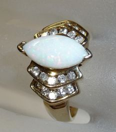 Ring in 10 kt/417 gold weighing approx. 1.5 ct Opal from Australia + 0.60 ct Diamonds/Brilliant cut ring size 54 / 17.2 mm