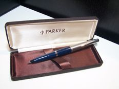 Parker 45 vintage never used, in excellent condition, complete with original box and original converter