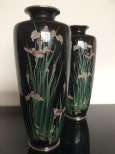 A nice paire of silver wire cloisonne vases -  Japan - late 19th century (Meiji period)