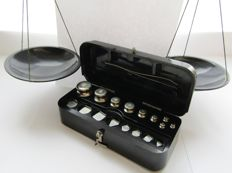 Full  set of weights and scales - USSR   1963/74 - in original bakelite case