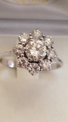 18 kt white gold ring with diamonds totalling 1.30 ct
