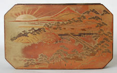 "Rare lacquer on metal tobacco box ""Village and Mount Fuji Gold Sun - Japan - ca. 1800"