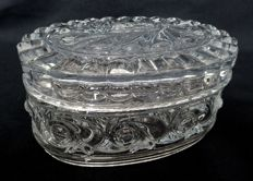Oval candy box in Baccarat crystal, model à la russe - signed, France, second half of the 20th century