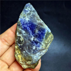 Rough natural unheated (royal) blue sapphire corundum facet rough specimen - 67 x 46 x 19mm - 140g