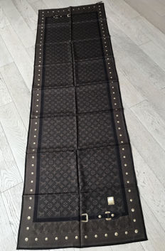 Louis Vuitton wrap, like new, with tag
