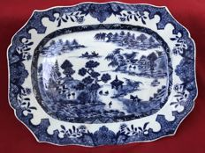 Blue & white platter with a Chinese landscape (B) - China - ca. 1760 (Qianlong period)