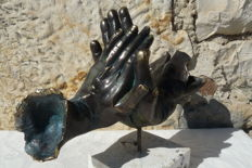 """Andres Gomez - """"Mains Unies"""" (United Hands) - Bronze Sculpture on Resin - Stamped by the artist (2,5 kg / 29 cm)"""