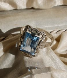 Handcrafted Antique Ring, with an sky blue Spinel ca. 9,5x8,5mm. circa 1920.