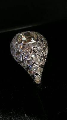 Exclusive 18 kt gold ring, central natural diamond of 1.09 ct plus 0.52 ct. IGE certificate Low reserve price