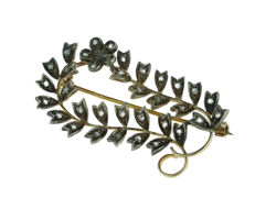 18 kt gold antique brooch, entirely set with rose diamonds in silver
