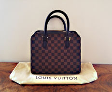 Vuitton: Pont-neuf magnificent handbag, like new.