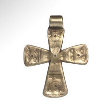 Medieval Silver Cross with Punched and Engraved Decoration, 5.9 cm L - Silver 11.4 grams