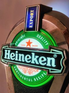 Five in one. HEINEKEN illuminated / beer pourer as a lamp / statuette as a lamp / lamp screwed to a table / poured into a standing beer / beer dispenser screwed ... etc. It works. Little used . Made in England. All with duralumin.