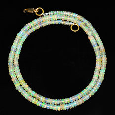 Ethiopian Fire Opal necklace with 18 kt (750/1000) gold Clasp, length 50cm
