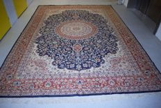 Magnificent oriental Isfahan carpet – 20h century, circa 1960  380 x 267 cm, with certificate of authenticity