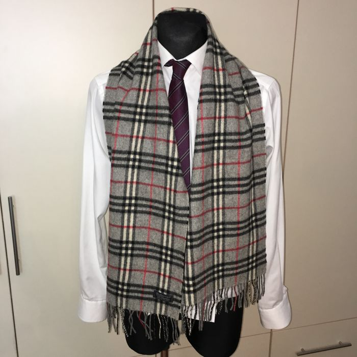 Burberry – 100% Lambswool Scarf
