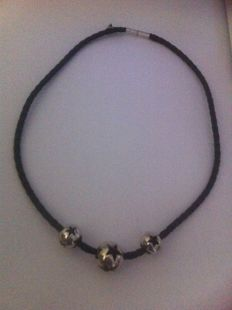 Thierry Mugler - twisted leather necklace with 925 silver. 50 cm.