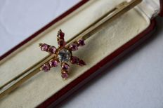 Circa 1900 Antique star broche decorated with 12 Ruby's ca. 1.20Ct. and white stone.